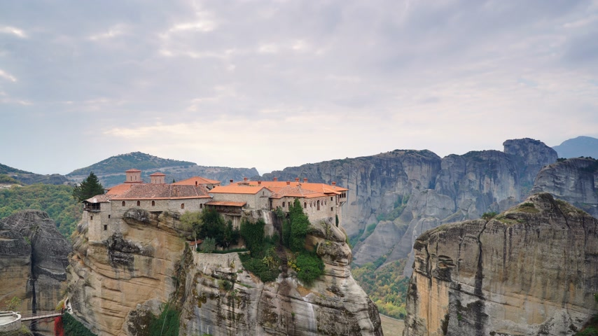kalambaka : Varlaam monastery in Meteora, Greece. Time lapse