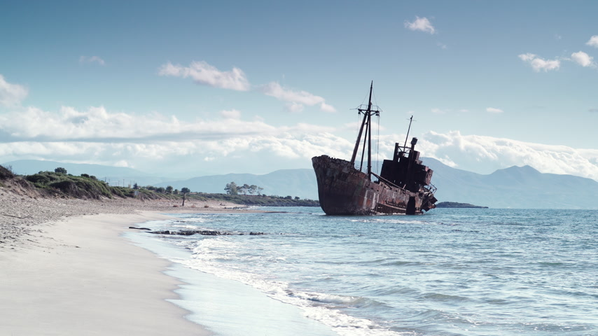 destruído : The famous shipwreck near Gythio Greece