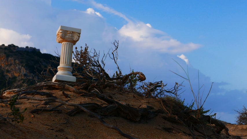 пьедестал : Greek column outdoor on nature