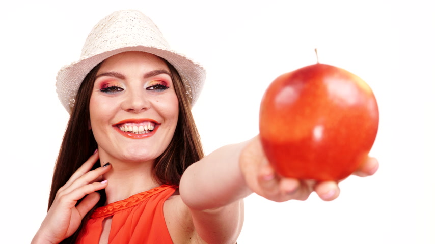 wypadanie włosów : Woman charming girl with long hair makeup wearing hat with big red apple fruit. Healthy eating, vegetarian food, dieting and people concept. 4K ProRes HQ codec