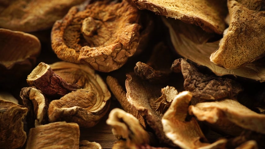grzybobranie : Food. Dry mushrooms on wooden surface table background.