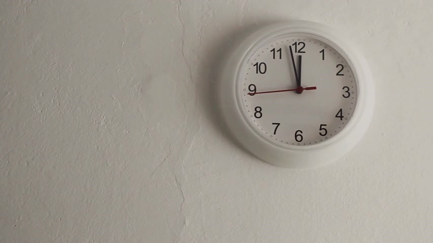 wandklok : Midday. White clock hanging on wall ticking. Full HD with motorized slider. 1080p.