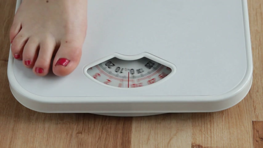 perdido : Diet slimming weight loss. Woman stepping on scales. Full HD 1920X1080P