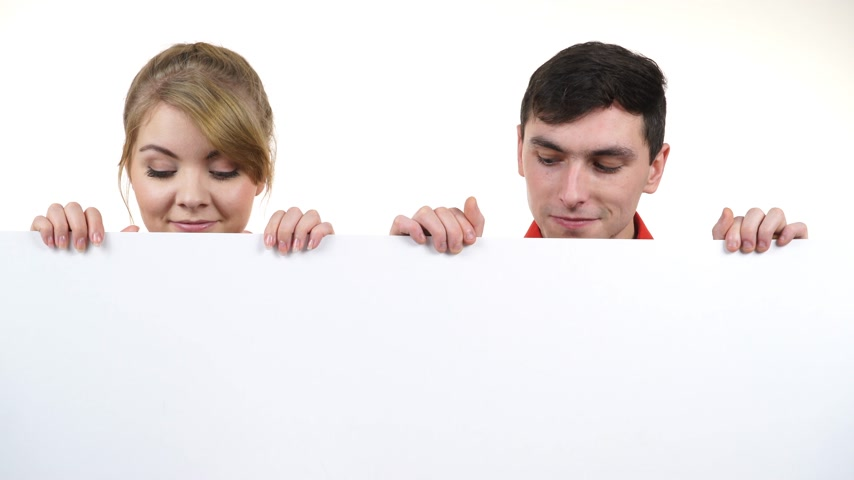 exibindo : Couple with blank presentation board. Woman and man showing banner sign billboard copy space for text, looking down at it. Advertisement concept. 4K ProRes HQ codec