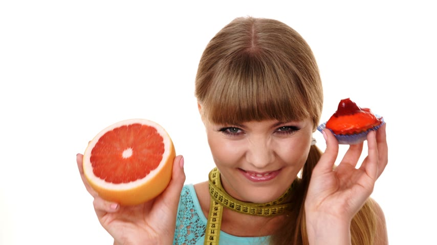 opção : Woman with measuring tape holds in hand cake and grapefruit choosing, deciding between sweet food or fresh fruit, make dietary choice. Weight loss diet dilemma concept. 4K ProRes HQ codec Vídeos