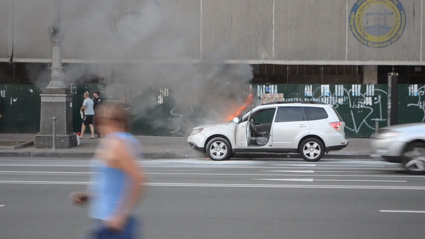 auta : car burning accident on street Dostupné videozáznamy