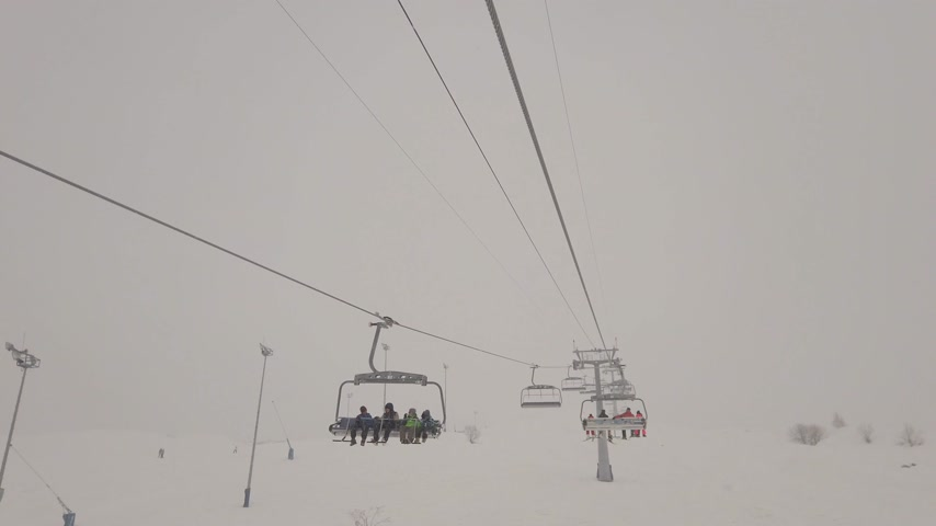 높은 각도 : ski lift at winter season Gudauri, Georgia, 4k.
