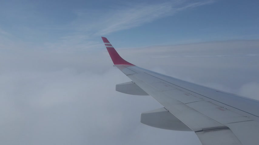 чирок : Airplane wing flight in clouds, 4k