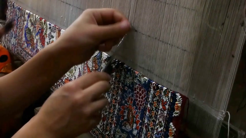 ткать : weaving and manufacturing of handmade carpets close-up. masters of Central Asia and Uzbekistan