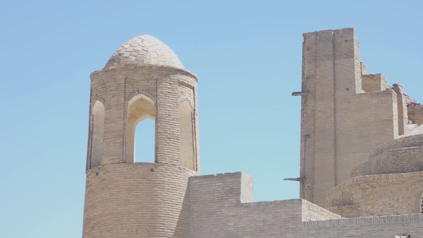 silk road : An old brick building with a tower. Ancient buildings of medieval Asia. Bukhara, Uzbekistan Stock Footage