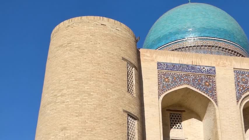 mesquita : Old historical building with arch and dome. Ancient buildings of medieval Asia. Bukhara, Uzbekistan