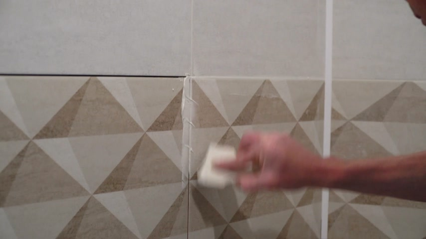 шпатель : The technology of laying tile. Стоковые видеозаписи