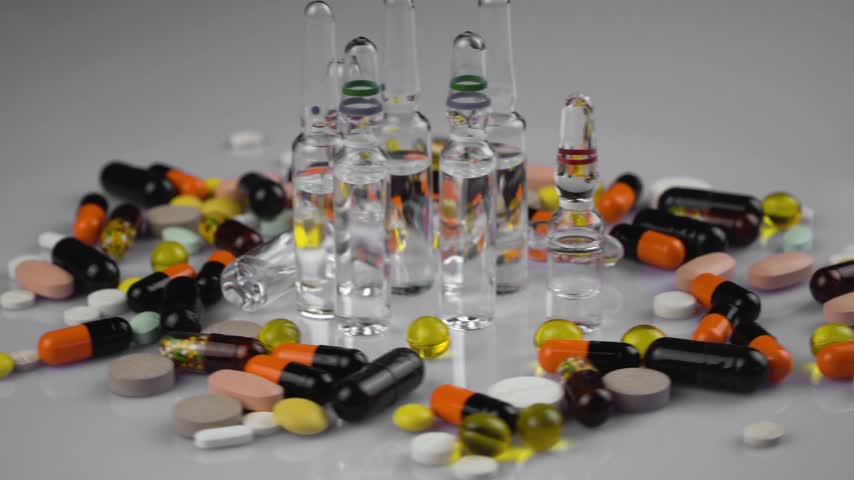 abundância : multicolored medical pills and capsules, close-up Stock Footage