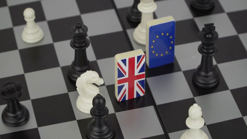 ayrılmak : The concept of political game and chess strategy Brexit Stok Video