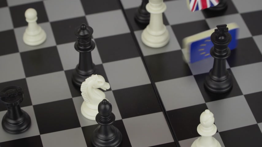 negotiate : The concept of political game and chess strategy Brexit Stock Footage