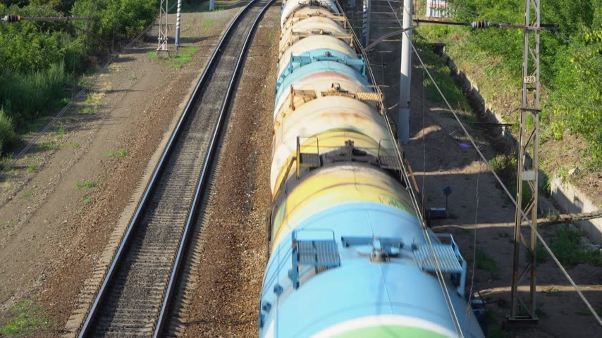 petroleiro : train with tank cars on the railroad tracks, top view