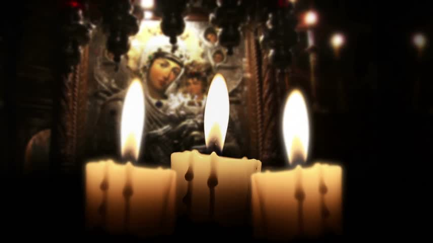 görsel : Candle in the night, close up, inside church, loop Stok Video