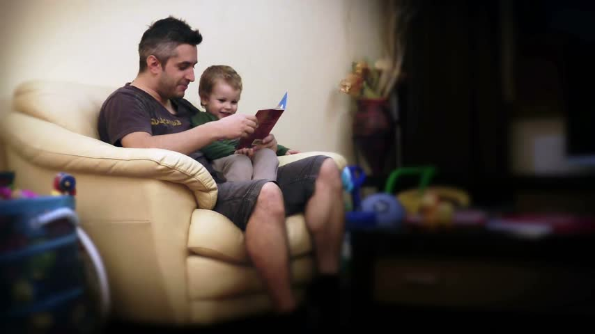 apa : Father and Baby Boy Reading Stories