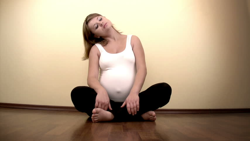 kobiety : Pregnant woman exercising