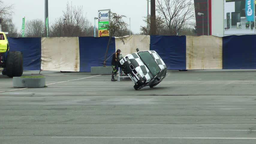 roll : Driving on two wheels on stunt show