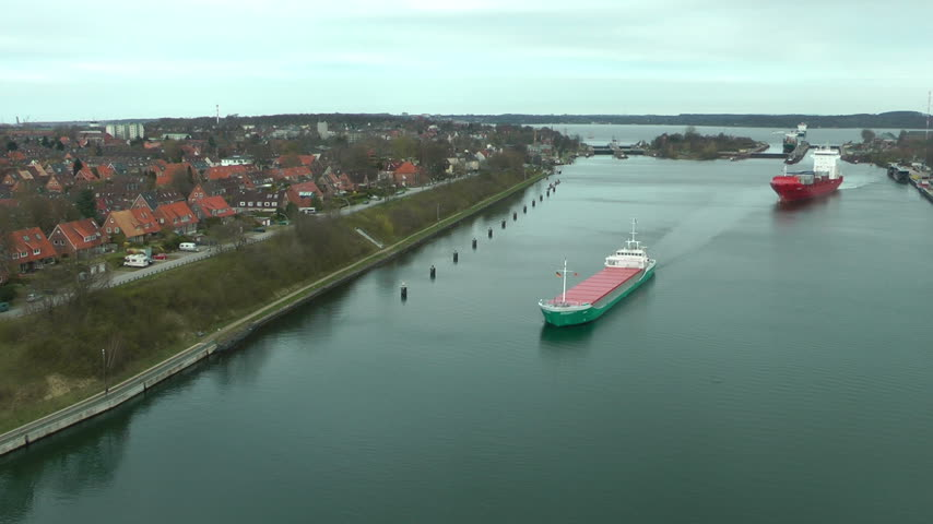 sabah : Cargo ships in Kiel Cannal, Germany, time lapse