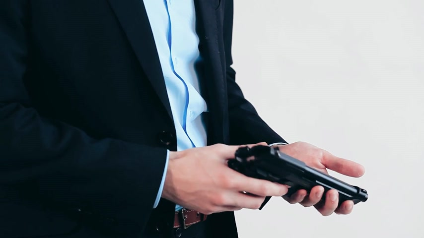 arma curta : Man with gun, business suit