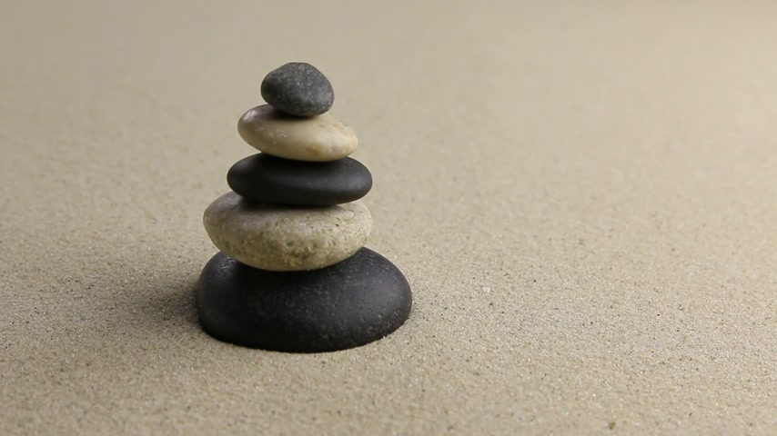 armoni : Stones pyramid on sand symbolizing zen, harmony, balance,motion, HD