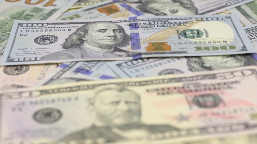 pago : Focus on near and distant dollar bills. Stock Footage