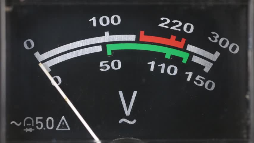 tű : Close-up of an analog voltmeter.