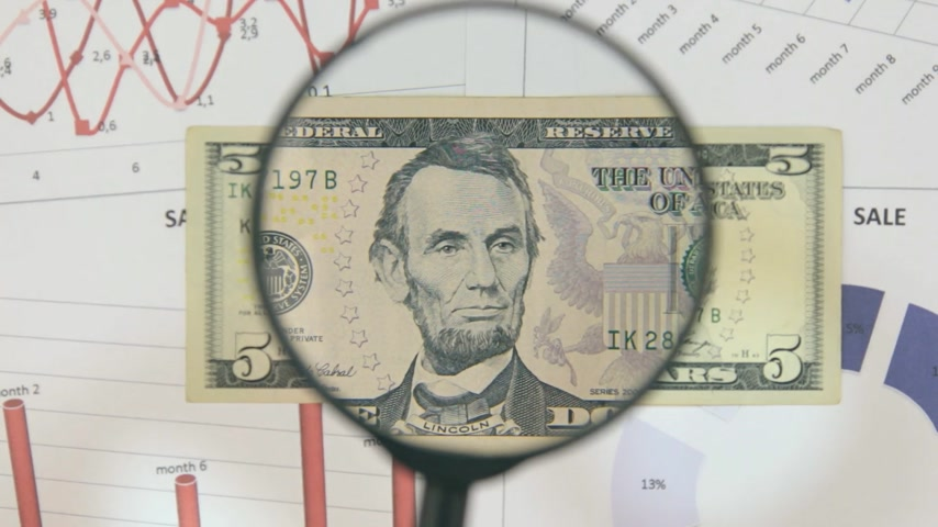 fabricated : Study of a banknote five dollar, increasing with the help of a magnifying glass.