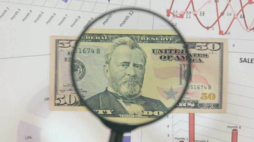 scrutiny : Study of a banknote fifty dollar, increasing with the help of a magnifying glass.