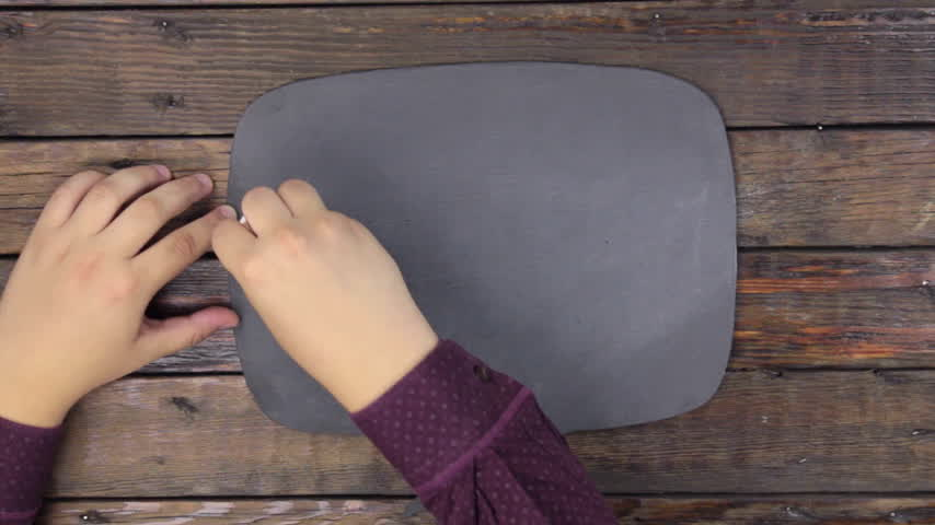monety : Man writes the word ETHEREUM with chalk on a chalkboard, stylized as a thought.