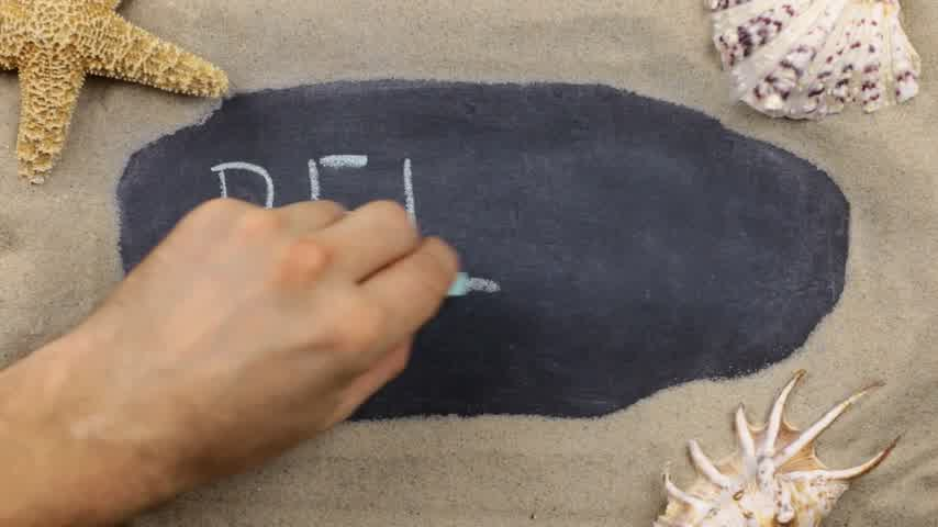 rozgwiazda : Word RELAX, written on a chalkboard among seashells and starfishes lying on the sand. Handwritten words. Wideo