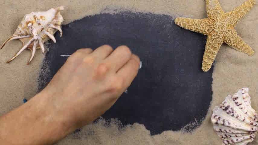 タヒチ島 : Handwritten word TAHITI written in chalk, among seashells and stars. Top view. 動画素材