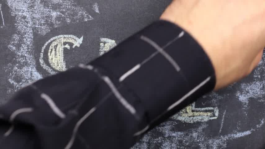 frase : Word SALE is written in chalk on a blackboard. Word circled in chalk. Vídeos
