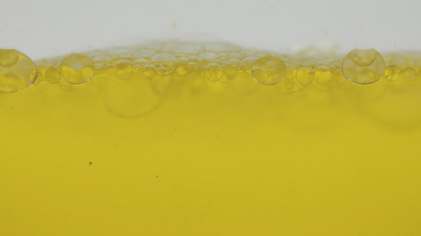 elasticità : Close-up, appearance and bursting of yellow bubbles. Beautiful and mesmerizing Filmati Stock