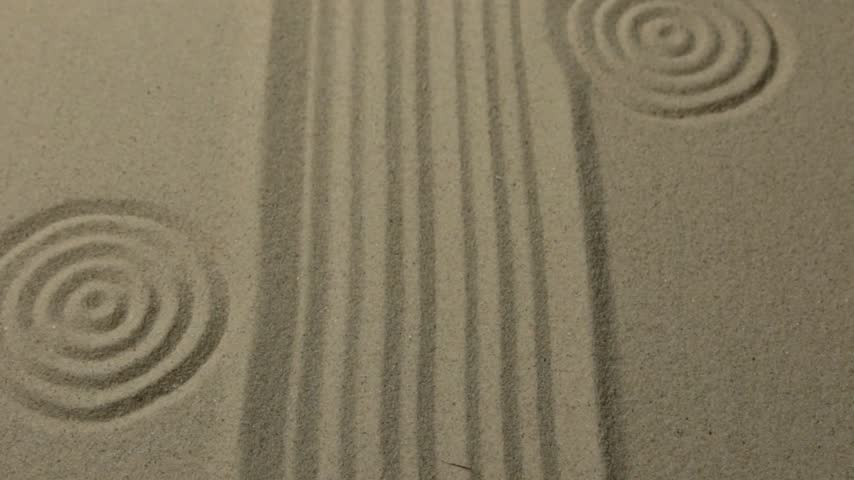 concêntrico : Unusual sand texture. Drawn lines and circles in the sand. With space.