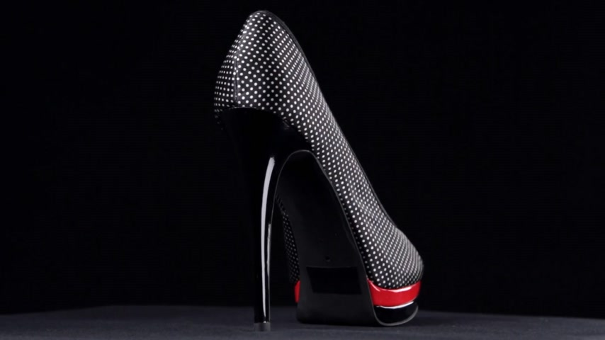 sandali : Rotation, shoes with high heels. Black high heel shoes on black background.