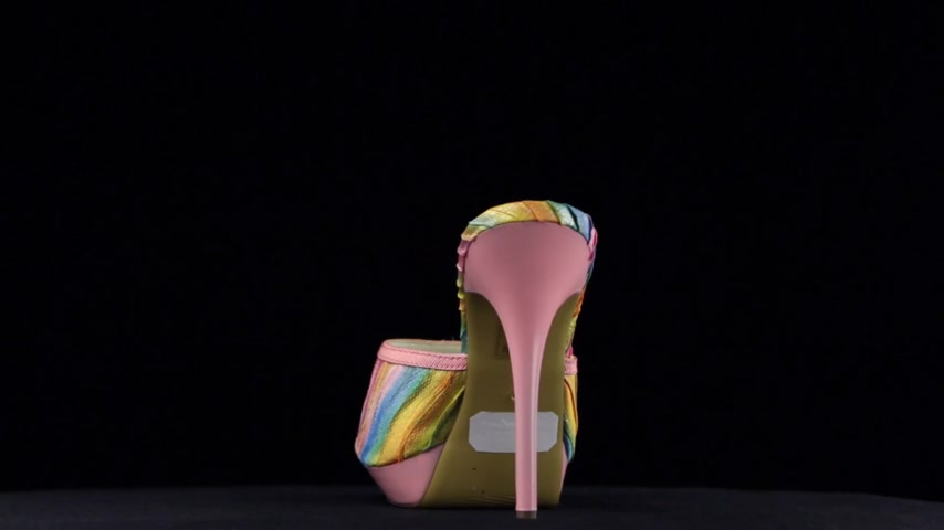 sandalet : Rotation, high heel clogs. Pink high heel shoes on black background. Stok Video
