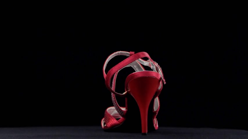 тапки : Rotation, sandals with high heels. Red high heel shoes on black background.