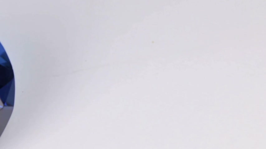 クオーツ : Close-up, panorama of a large blue rhinestone on a white background. Beautiful light reflection