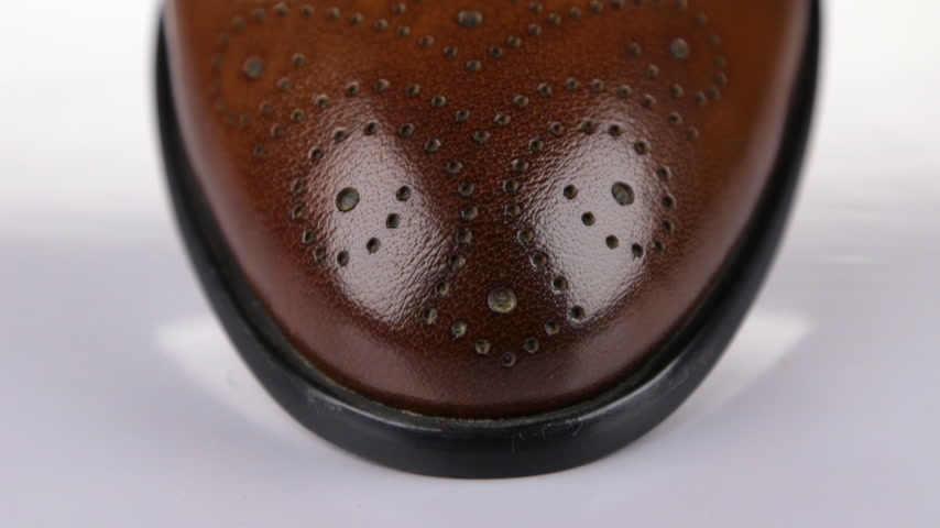 cipőfűző : Close-up, panorama of the front and shoelaces of brown mens classic shoes. On a white background. Stock mozgókép
