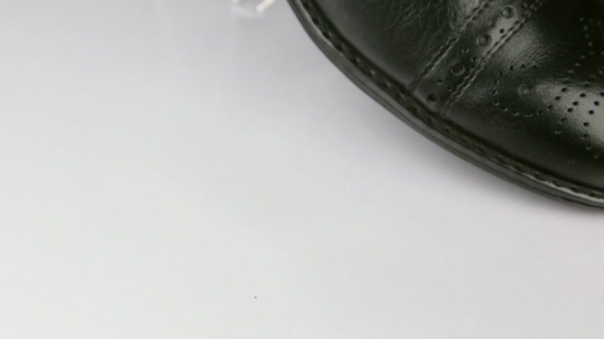 cadarço : Close-up, rotation of a stylish classic black shoe with laces.