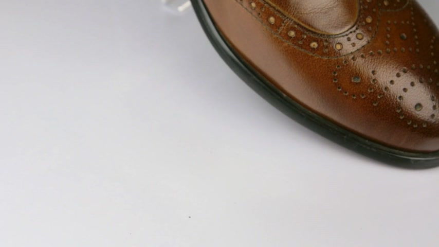 cadarço : Close-up, rotation of a stylish classic brown shoe with laces.