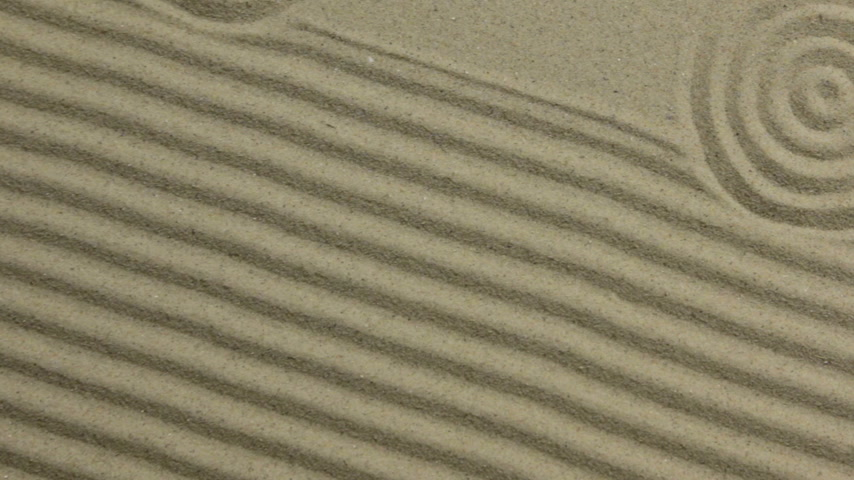 concêntrico : Concentric circles and lines on the sand. Crane shot. Texture of sand.