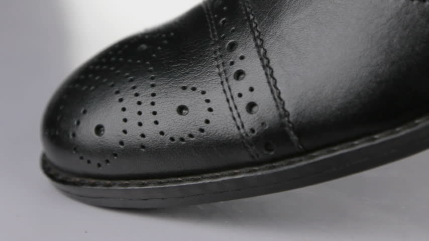 cadarço : Close-up. Panorama from toe to heel of black classic mens shoes.