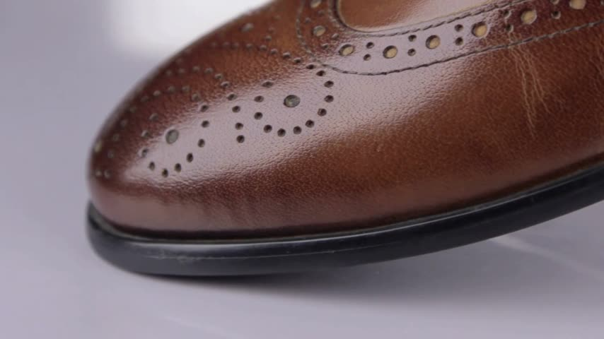 cipőfűző : Close-up. Panorama from toe to heel of brown classic mens shoes.