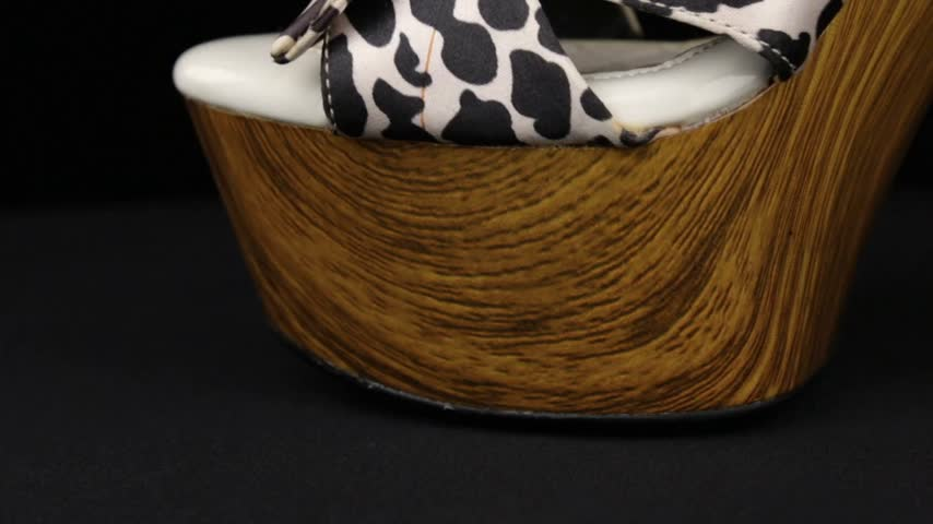 szandál : Close-up. Panorama from toe to heel of leopard female high-heeled clogs. Stock mozgókép