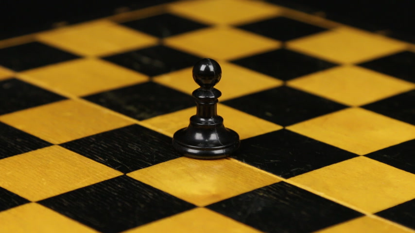 estratégico : Rotation. Chess figure black pawn on chess board. Close-up
