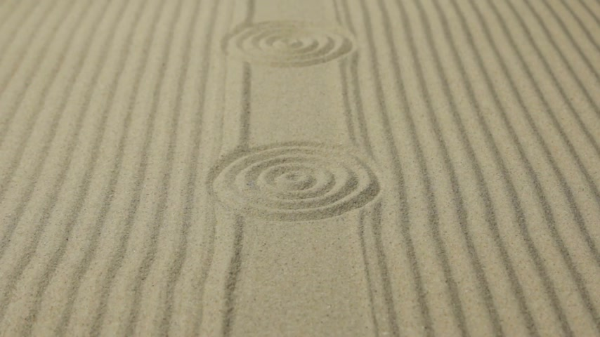Approximation circles and lines on the sand. Summer background. Stok Video